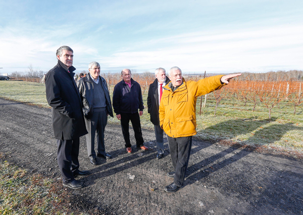 Premier Stephen McNeil, and Kings South MLA Keith Irving, on behalf of Agriculture Minister Keith Colwell, joined members of the Nova Scotia Wine Development Board to announce the Vineyard Development and Expansion program