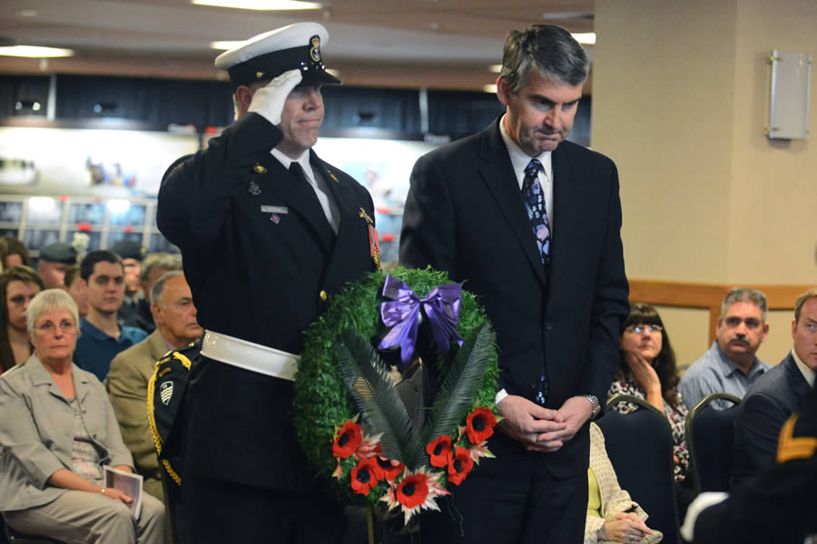 Premier Stephen McNeil lays a wreath with Master Seaman Doug Woodrow of the Fleet Diving Unit.